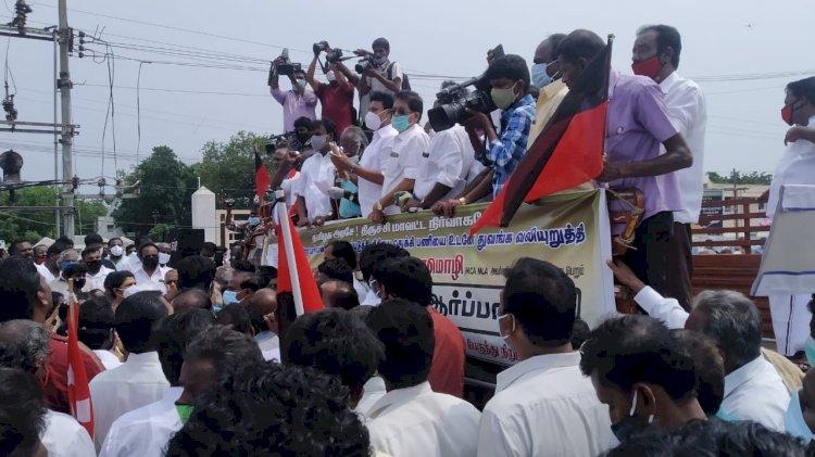 திருச்சி சர்வீஸ் ரோடு பணிகள் - உடனடியாக ஆரம்பிக்க அனைத்துக்கட்சியினர் ஆர்பாட்டம்!!
