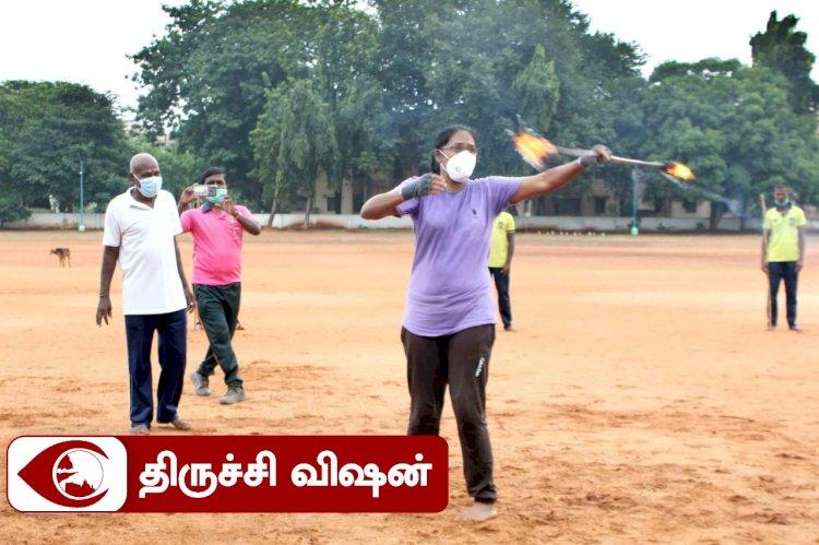 சிலம்பம், தீ பந்தம் சுழற்றிய திருச்சி டிஐஜி!!