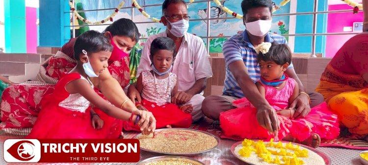 பாரம்பரிய முறையில் விஜயதசமி அட்மிஷன் - அரசு பள்ளியை நோக்கி களமிறங்கும் பெற்றோர்கள்!