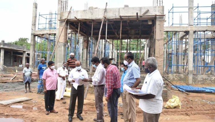 திருச்சி மத்திய பேருந்து நிலையத்தில் மணிமண்டபம் கட்டும் பணி - ஆட்சியர் நேரில் ஆய்வு!