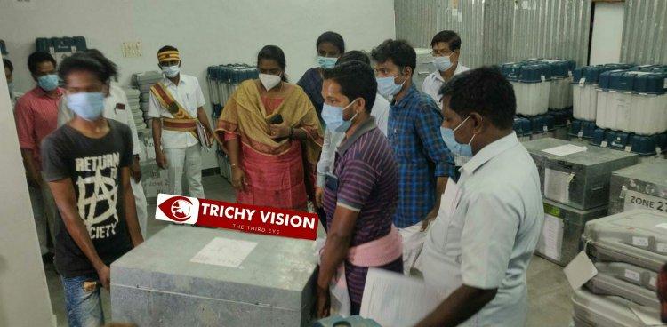 வாக்குச்சாவடி மையங்களுக்கு வாக்குப்பதிவு இயந்திரங்கள் அனுப்பும் பணி மாவட்ட ஆட்சியர் ஆய்வு