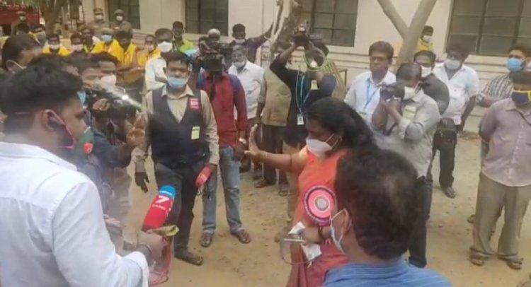 திருச்சி ஜமால் முகமது கல்லூரி வாக்கு எண்ணும் மையத்தில் வாக்குவாதம், கூச்சல் குழப்பம்